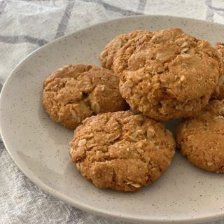 Easy Anzac Biscuits Recipe. Both regular and Thermomix instructions included.