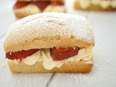 Strawberry and Cream Cakes Feature