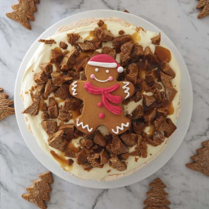 Easy Gingerbread Pavlova Recipe - the perfect Christmas dessert!