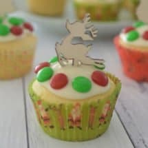 Easy Vanilla Christmas Cupcakes Recipe. Both regular and Thermomix instructions included.
