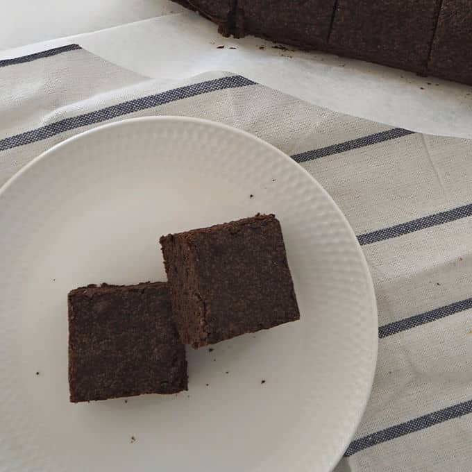 Easy One Bowl Chocolate Brownies Recipe. Both regular and Thermomix instructions included.