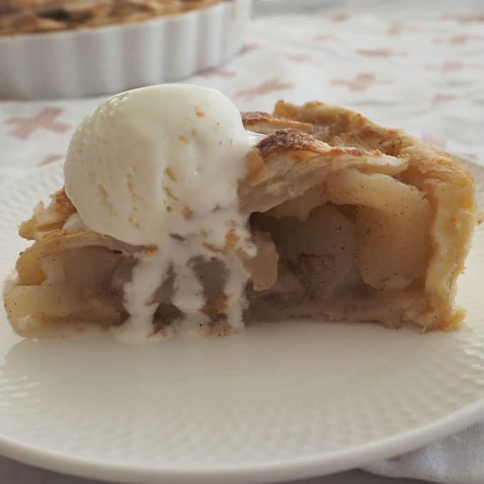 Easy Apple Pie Recipe. Both regular and Thermomix instructions included.